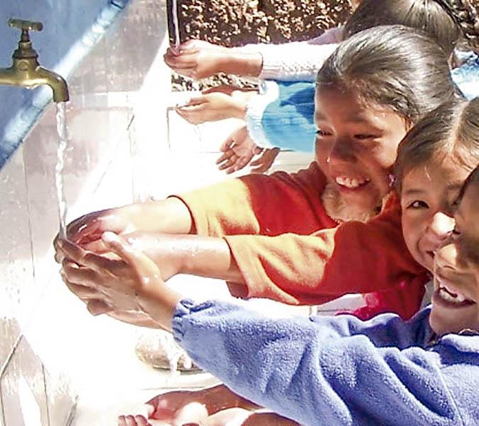Barrios altos ya cuenta con agua potable y alcantarillado