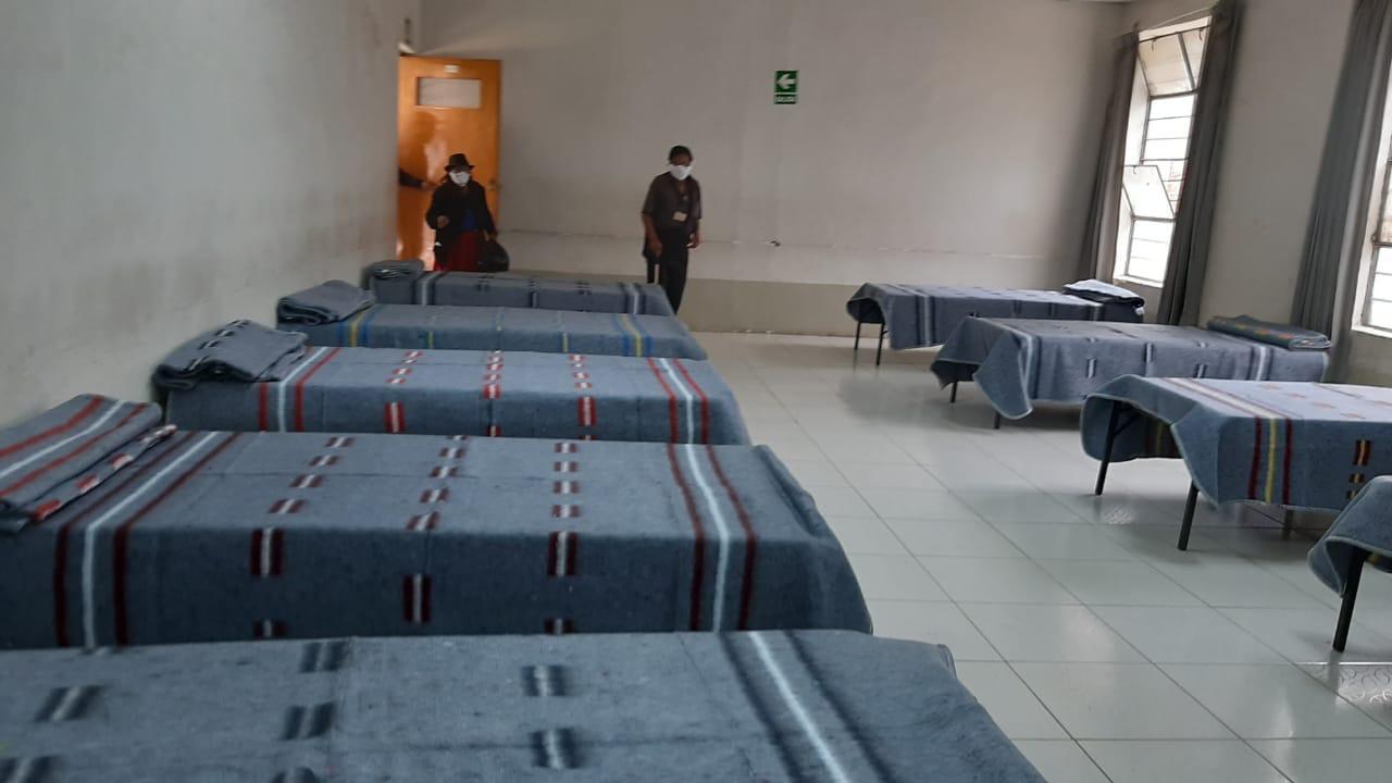 Autoridades trasladan a indigentes a un albergue