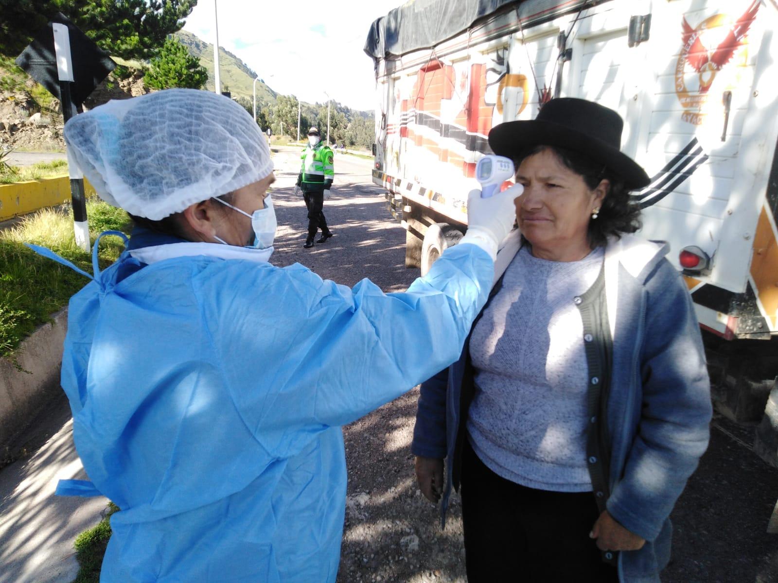 Municipalidad de Huamanga realiza control sanitario en peaje de Socos