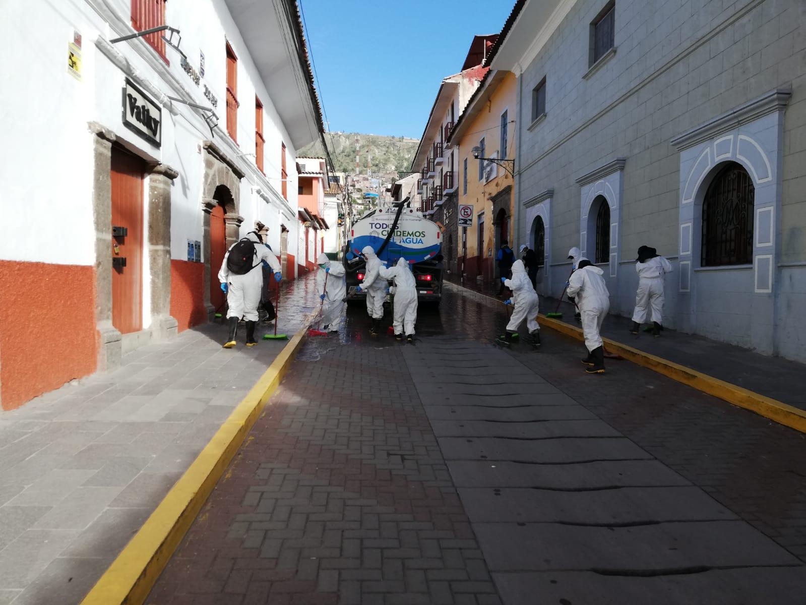 Continúan labores de desinfección en calles y espacios públicos
