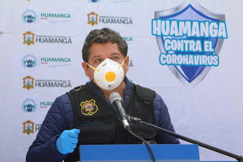 Alcalde de Huamanga dona parte de su sueldo para comprar Ivermectina