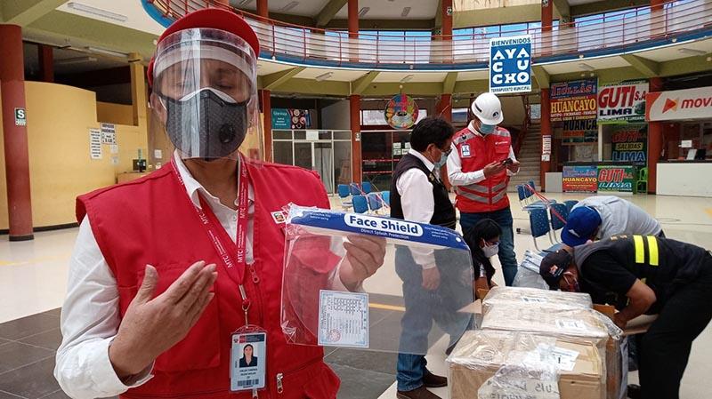 Se hizo entrega de protectores faciales para usuarios de transporte público